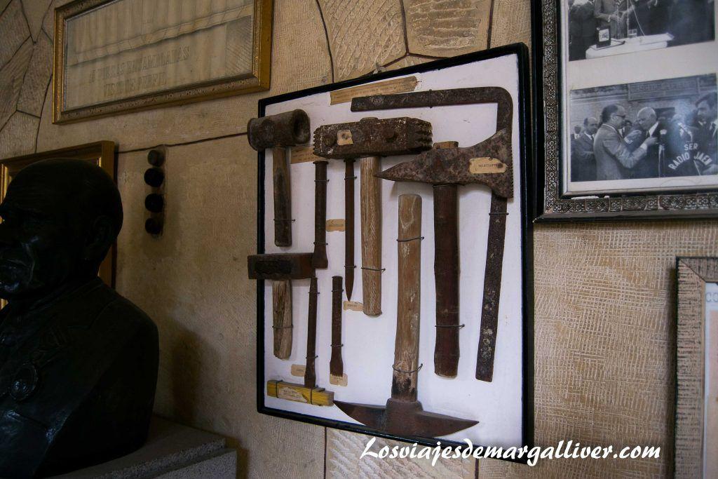 Herramientas utilizadas en la construcción de la Casa de la Piedra de Porcuna - Los viajes de Margalliver